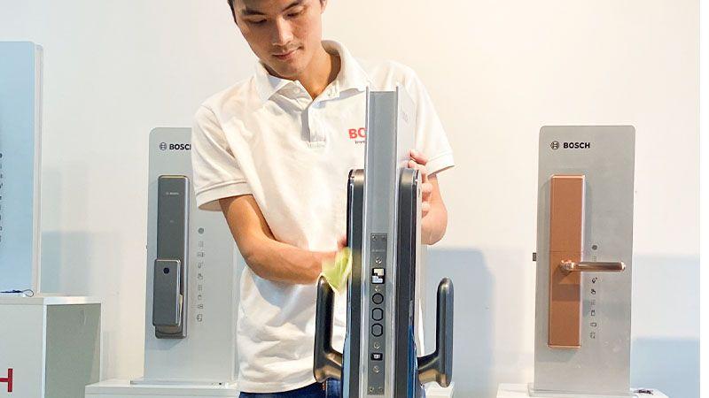 cách vệ sinh khóa cửa điện tử Bosch